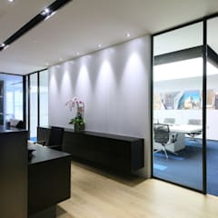 Logo Wall:  Offices & stores by FINGO DESIGN & ASSOCIATES LTD.