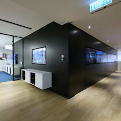 Woods Bagot:  Offices & stores by FINGO DESIGN & ASSOCIATES LTD.