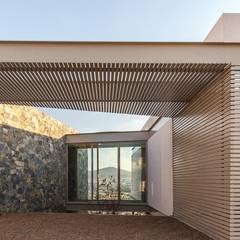 CASA PEDREGAL: Techos de estilo  por Loyola Arquitectos