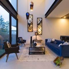 اتاق نشیمن توسطLoyola Arquitectos, مدرن