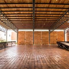 Salón: Salones para eventos de estilo  por Loyola Arquitectos