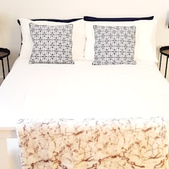 Botanical Monochrome Show Home:  Bedroom by THE FRESH INTERIOR COMPANY