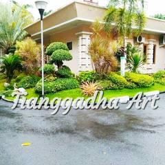 Front yard by Tukang Taman Surabaya - Tianggadha-art