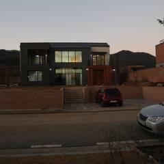 지산발트하우스 34호: 인문학적인집짓기의  일세대용 주택,모던