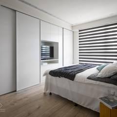 غرفة نوم تنفيذ 極簡室內設計 Simple Design Studio, تبسيطي MDF