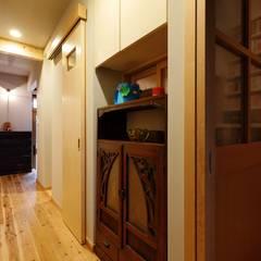 昭和ガラスの家、本の間: みゆう設計室が手掛けた書斎です。