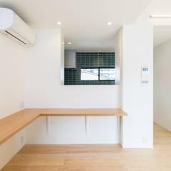オーナー住戸 家族ライブラリー: Unico design一級建築士事務所が手掛けた書斎です。
