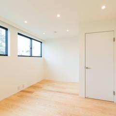 オーナー住戸 主寝室: Unico design一級建築士事務所が手掛けた寝室です。