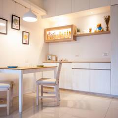 氧氣-2個人的20坪簡約北歐小家庭:  餐廳 by 酒窩設計 Dimple Interior Design