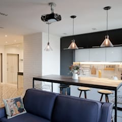 : Встроенные кухни в . Автор – Архитектурная мастерская ПРОЕКТУС