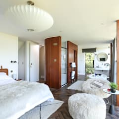Greenacre:  Bedroom by Martins Camisuli Architects