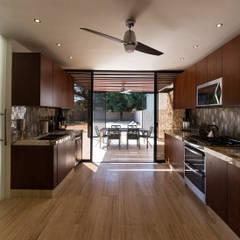 Cocina : Cocinas de estilo  por Alberto Zavala Arquitectos