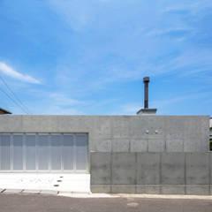 D-fancy/box(車庫兼プライベートルーム): アトリエ間居が手掛けたガレージです。