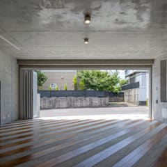 Prefabricated Garage by アトリエ間居,