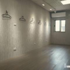 台中磐頂教會 - 希望小屋:  地板 by 以恩設計