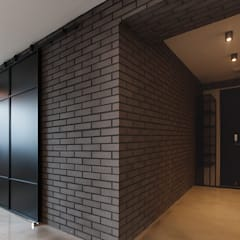 원룸도 멋진 주거공간이 될 수 있다.: 미우가 디자인 스튜디오의  벽