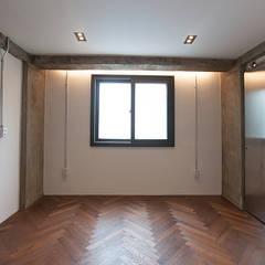 원룸도 멋진 주거공간이 될 수 있다.: 미우가 디자인 스튜디오의  침실,인더스트리얼