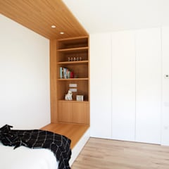 Nursery/kid's room by Laia Ubia Studio,