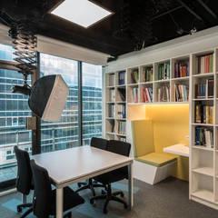 Edificios de Oficinas de estilo  por 亞卡默設計有限公司