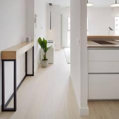 Corridor & hallway by ILIA ESTUDIO