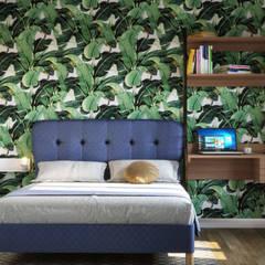 One Bedroom Appartement in Paris: Dormitorios de estilo  de Isabel Gomez Interiors