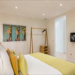Loft en Málaga Centro Histórico : Dormitorios de estilo  de Hansen Properties