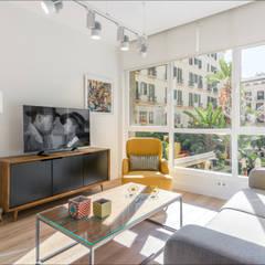 Loft en Málaga Centro Histórico : Salones de estilo  de Hansen Properties