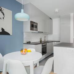 Niskobudżetowe mieszkanie pod wynajem: styl , w kategorii Aneks kuchenny zaprojektowany przez ZIZI STUDIO Magdalena Latos