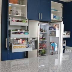 Projekty,  Aneks kuchenny zaprojektowane przez Moderestilo - Cozinhas e equipamentos Lda