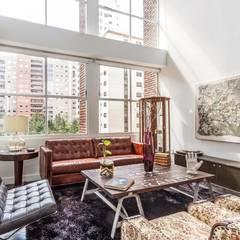 Sala loft: Salas de estilo clásico por Foto Property