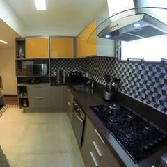 Cozinha: Armários e bancadas de cozinha  por STUDIO CALI ARQUITETURA E DESIGN
