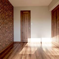 NY ブルックリンスタイル: セイワビルマスター株式会社が手掛けた寝室です。