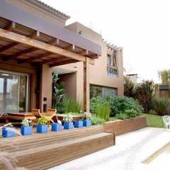 Casa GI - Estilo Mexicano: Casas de campo de estilo  por Estudio Medan Arquitectos