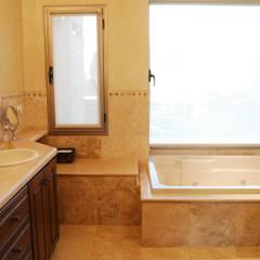 classic Bathroom by CIBA ARQUITECTURA