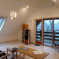 オーディオルーム: デンマークハウスが手掛けた書斎です。