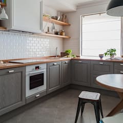 Kitchen by 'Студия дизайна Марины Кутеповой'
