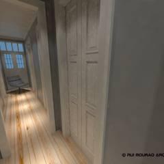 Casa TBSC: Corredores e halls de entrada  por RMA - Rui Mourão Arquitecto Unipessoal Lda