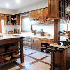 Kitchen by CIBA ARQUITECTURA, Classic