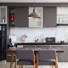 Ruang Makan dan Area Dapur:  Dapur built in by RHBW