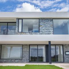 Estilo Moderno: Casas unifamiliares de estilo  por CIBA ARQUITECTURA,Moderno