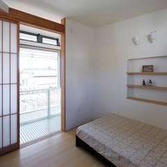 奥沢の家: HAN環境・建築設計事務所が手掛けた寝室です。