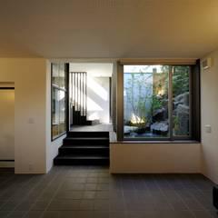 奥沢の家: HAN環境・建築設計事務所が手掛けた階段です。