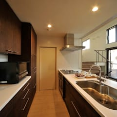 松原の家: HAN環境・建築設計事務所が手掛けたキッチンです。