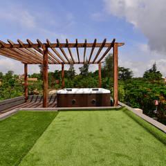 DIVYA BUNGALOW:  Garden by smstudio