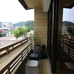 Balcones y terrazas de estilo rural de 青易國際設計 Rural