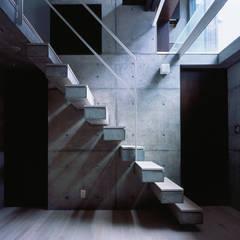守谷の家 / House in Moriya: 庄司寛建築設計事務所 / HIROSHI SHOJI  ARCHITECT&ASSOCIATESが手掛けた階段です。