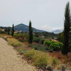 Jardim particular em Vila Nova de Cerveira: Jardins  por Labirinto - jardins