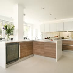 Urban Life Old America & Glass Edge Gloss White:  Built-in kitchens by Urban Myth