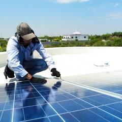 Sorveglianza per Campi Fotovoltaici: Spazi commerciali in stile  di Bor Sorveglianza attiva