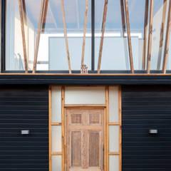 arquiroots が手掛けた木製ドア